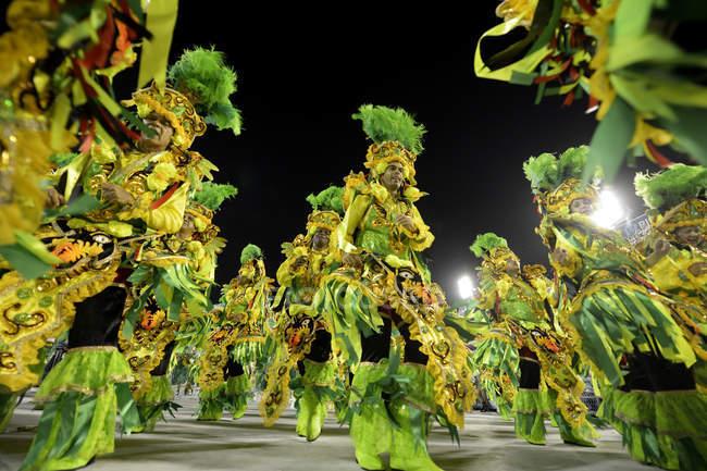 Brazil, Rio de Janeiro, Parade of samba school Beija Flor de Nilopolis at the sambadrome — Stock Photo