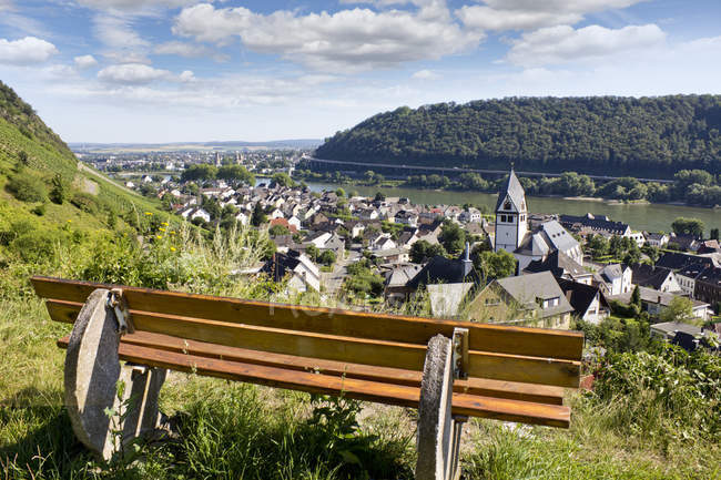 Germany, Rhineland-Palatinate, Bench in vineyard with view to Leutesdorf and Andernach at River Rhine — Stock Photo