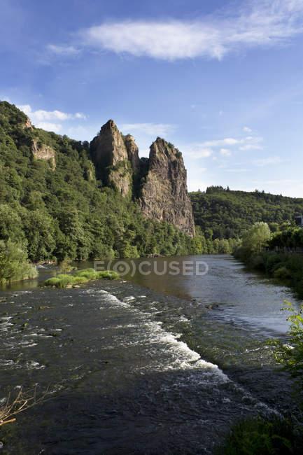 Allemagne, Rhénanie-Palatinat, Bad Munster am Stein-Ebernburg, château ruine Rheingrafenstein à la rivière Nahe — Photo de stock