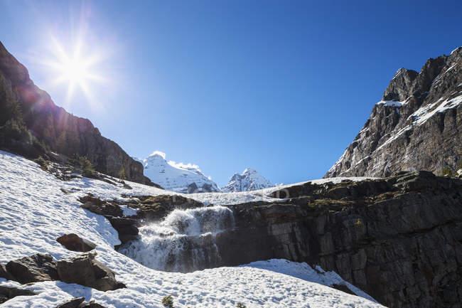 Kanada, British Columbia, Yoho Nationalpark, Wasserfall auf alpiner Strecke — Stockfoto