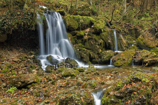 Austria, Styria, Baerenschuetzklamm, waterfall view in autumnal forest — Stock Photo