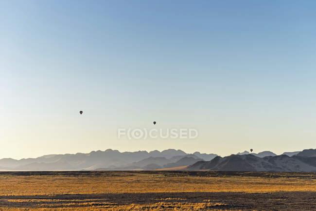 Африка, Намібія, Sossusvlei, Схід сонця, три повітряні кулі денний час — стокове фото