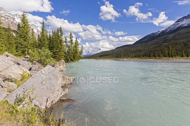Canada, Alberta, Jasper National Park, Banff National Park, Icefields Parkway, view of river — Stock Photo