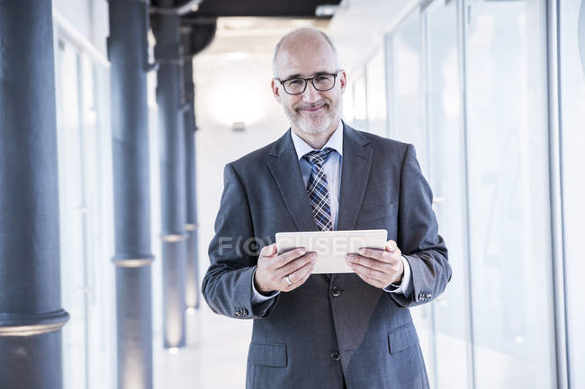 Businessman using tablet — Stock Photo