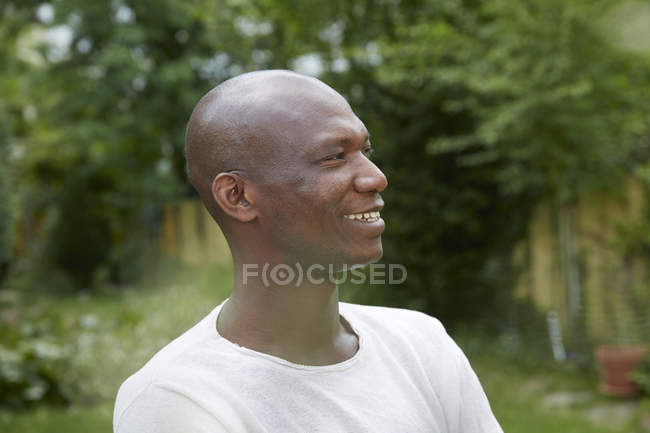 Portrait of smiling african american man, side view — Stock Photo