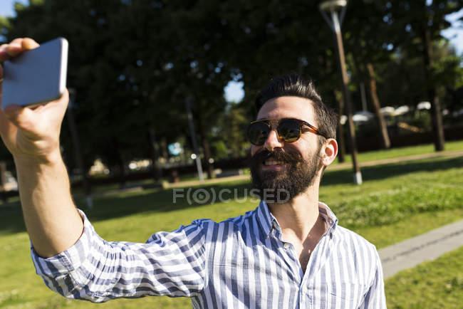 Man taking selfie — Stock Photo