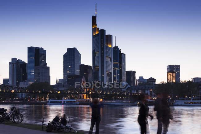 Deutschland, Frankfurt, Skyline am Abend — Stockfoto