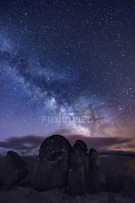 Milky way over ancient granite rocks — Stock Photo