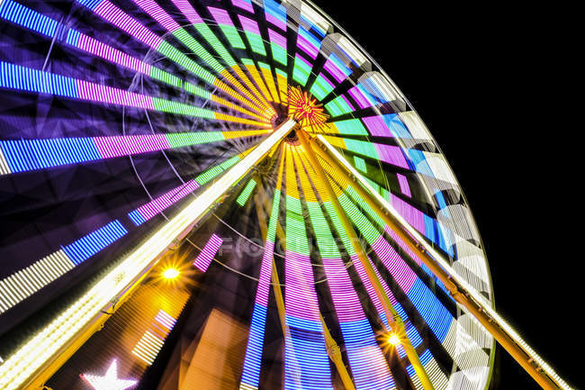 Turning colorful big wheel at night — Stock Photo