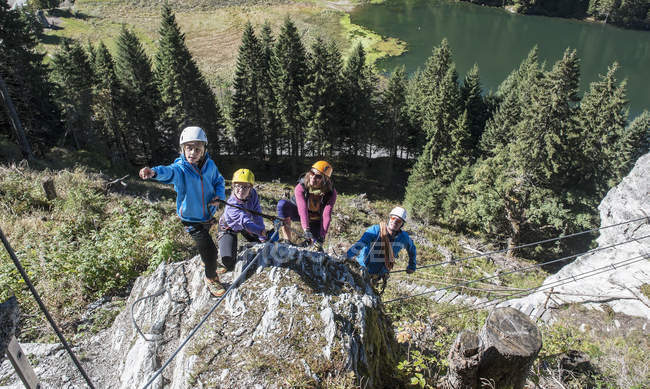 Австрія, Зальцбург Держава, Альтенмаркт-Заученсі, сім'я сходження в гори. — стокове фото