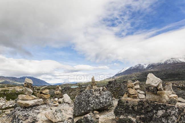 Вид на Кэрнс на озере Саммит в дневное время, Канада — стоковое фото