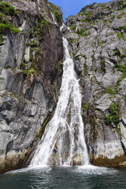 USA, Alaska, Seward, Auferstehungsbucht, Blick auf den Wasserfall der Kataraktbucht — Stockfoto
