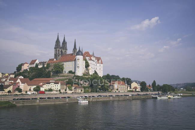 Castillo de Albrechtsburg con torres gemelas de la Catedral de fondo en Meissen, Alemania - foto de stock