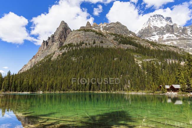 Canadá, British Columbia, Yoho Nationalpark, lago o ' Hara, Wiwaxy picos e Mount Huber — Fotografia de Stock