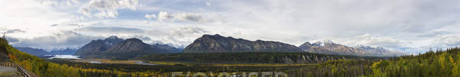 Montañas Chugach, Valle de Matanuska y River, Alaska, Estados Unidos - foto de stock