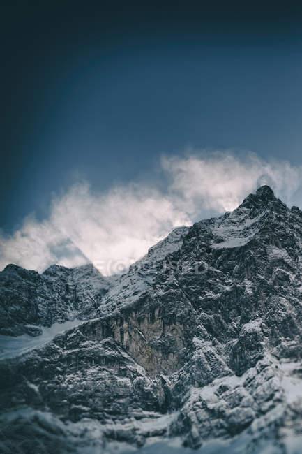 Австрія, Тіроль, Карвендель, переглянути сніг покритий Spritzkarspitze — стокове фото