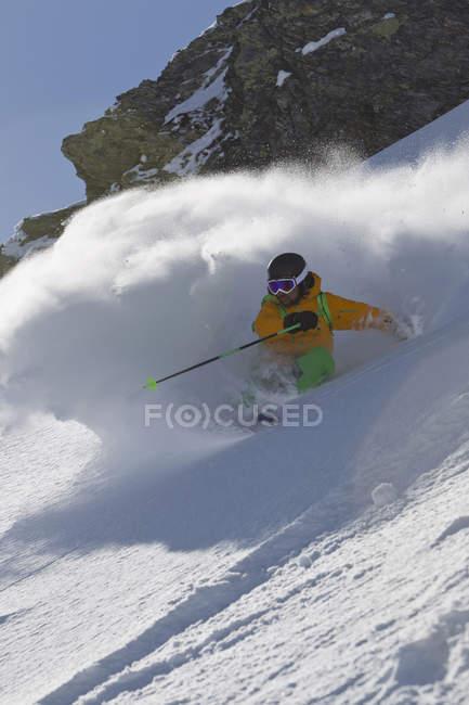 Hombre maduro de Austria, Tirol del norte, esquí - foto de stock
