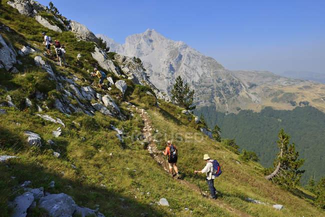 Senderismo Europa, Montenegro, escalada en las montañas de Komovi - foto de stock