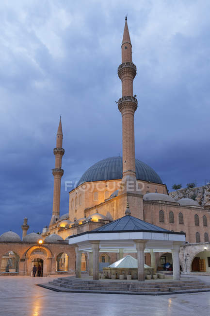 Turkey, Anatolia, Mevlid-i Halil Camii, Dergah mosque at dawn — Foto stock