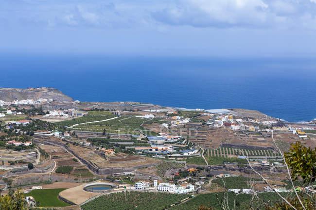 Spanien, Kanarische Inseln, Gran Canaria, Arucas und Felder — Stockfoto