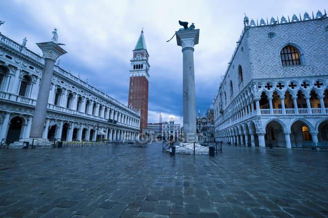 Італія, Венеція, і площі Святого Марка з палац дожів та Campanile в сутінках — стокове фото