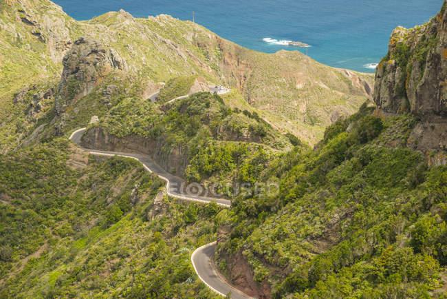 España, Islas Canarias, Tenerife, Macizo de Anaga, Valle de Taganana,  Camino de montaña durante el día — Superficie, Contexto - Stock Photo |  #181926142
