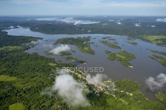 Selva amazónica y río Tabajos, Brasil, Para, Itaituba - foto de stock