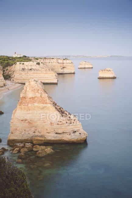 Vista aérea de Portugal, Lagoa, Praia da Marinha da costa rochosa — Fotografia de Stock