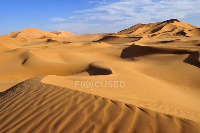 Nord-Afrika, Algerien, Blick auf Dünen im Erg Tibaradine tagsüber — Stockfoto