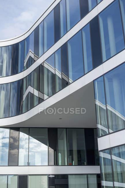 Германия, Северный Рейн-Вестфалия, университет RWTH, часть фасада — стоковое фото