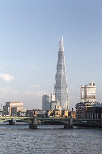 United Kingdom, London, View of Southwark Bridge and Shard over River Thames — Stock Photo