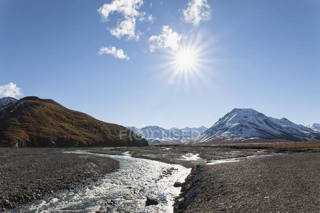 Río Toklat en Parque Nacional de Denali, Alaska, Estados Unidos - foto de stock
