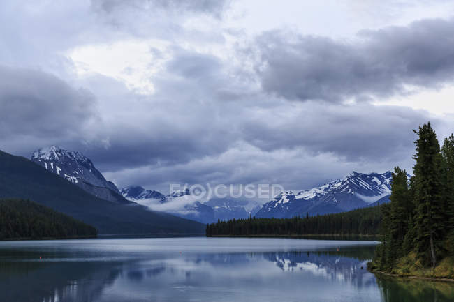 Canada, Alberta, Parc national Jasper, Montagne Maligne, Lac Maligne — Photo de stock