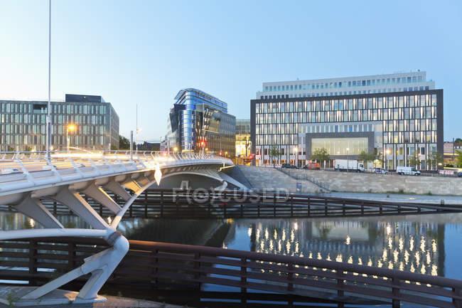 Deutschland, Berlin, Blick auf Bmw Stiftung Herbert Quandt und Bundespressekonferenz — Stockfoto