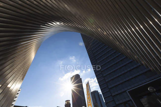 Germany, Hesse, Frankfurt, sculpture and modern bank buildings against the sun — Stock Photo