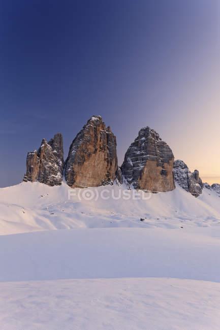 Италия, Alto Abbel, Sexten Demites, Puster Valley, Tre Crime di Lavaredo вечером — стоковое фото