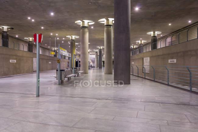 Germania, Berlino, architettura moderna della stazione della metropolitana Bundestag — Foto stock