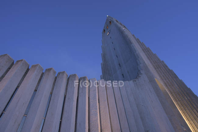 Исландия, Рейкьявик, Хатльгримскиркья в дневное время — стоковое фото
