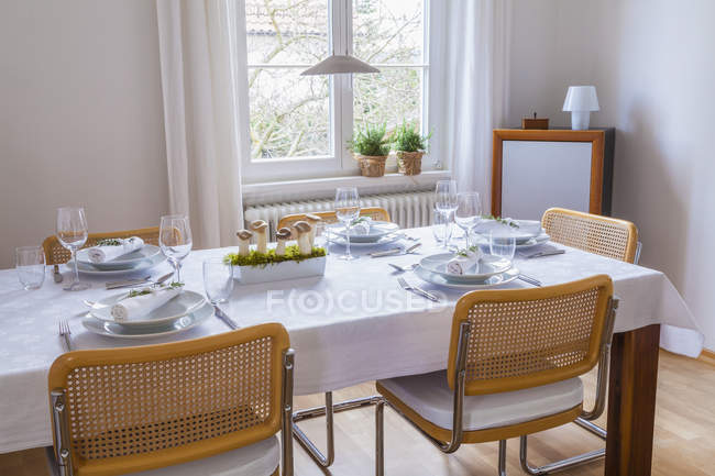Dining room with festive laid table indoors — Stock Photo