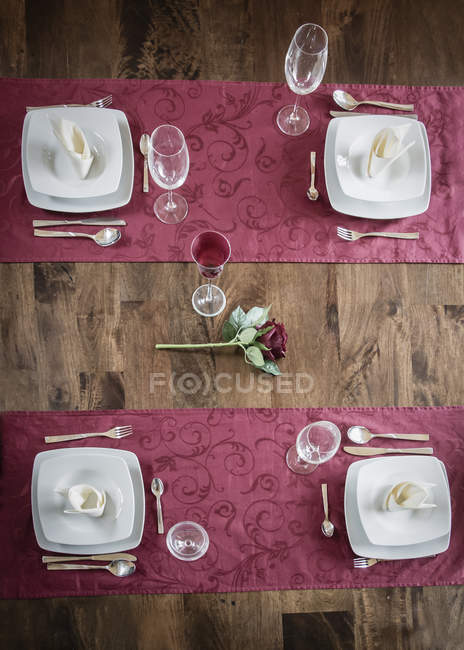 Festive wooden laid table with flower in center — Stock Photo