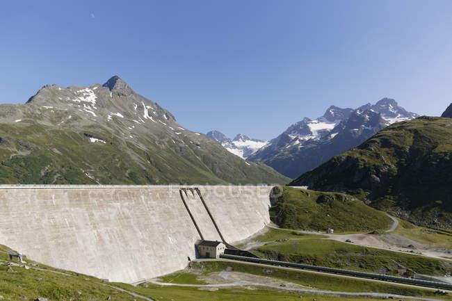 Австрия, Vorarlberg, Сохранение стены плотины Сильвретта в дневное время — стоковое фото