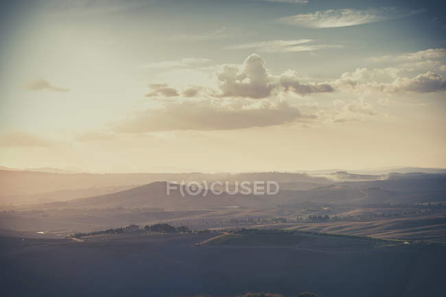 Rolling landscape in twilight, Italy, Tuscany, Val d 'Orcia — стоковое фото
