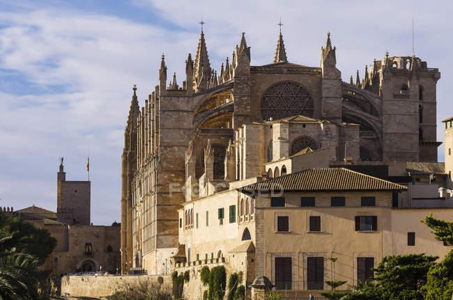 España, Mallorca, Palma, Catedral de La Seu durante el día - foto de stock