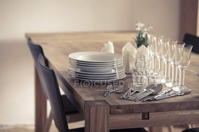 Dishes and glasses on table — Stock Photo