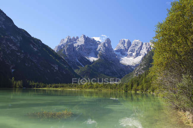 Italy, South Tyrol, Duerrensee and Monte Cristallo and view of rocks over lake water — Stock Photo