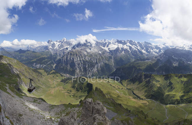 Schweiz, Berner Oberland, Schiltenhorn Seilbahn mit UNESCO-Welterbe Jungfrau-Aletsch-Bietschhorn — Stockfoto