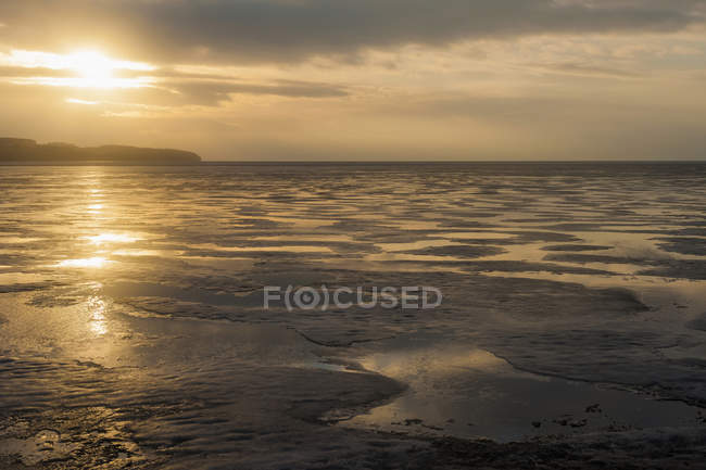 Germany, Mecklenburg-Western Pomerania, Ruegen, Sunset at Middelhagen over water — Stock Photo