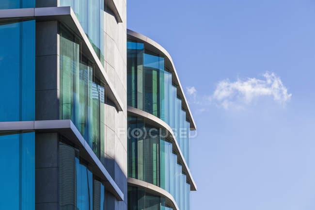 Germania, Baden-Wuerttemberg, Stoccarda, edificio per uffici durante il giorno — Foto stock