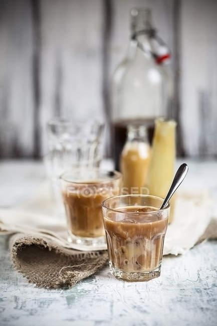 Тайська, чай з льодом з чорного цейлонський чай і солодкий згущеного молока — стокове фото