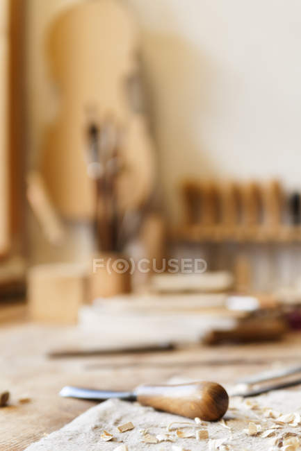 Work bench in a violin maker workshop with set of tool — Stock Photo